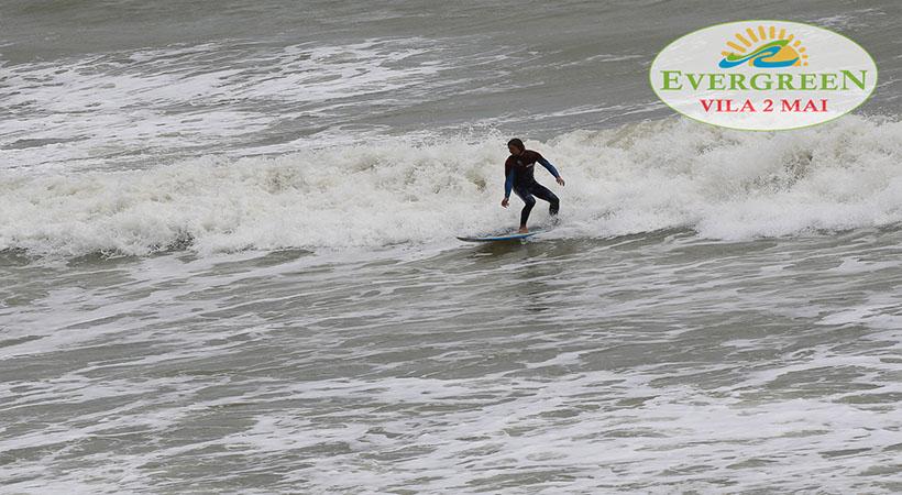 Surfing plaja 2 Mai