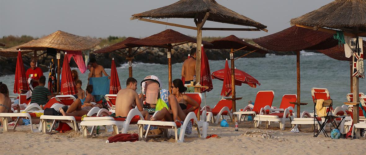 Umbrele pe plaja 2 Mai